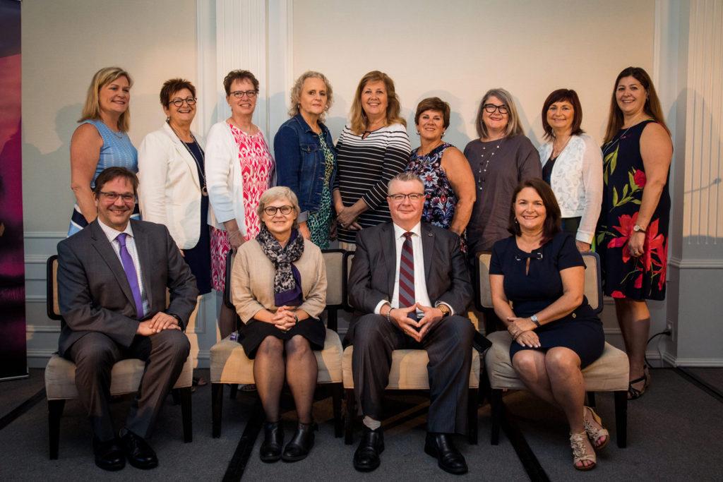 Photo de groupe: membres de l'exécutif national de la FCSII et conférenciers invités